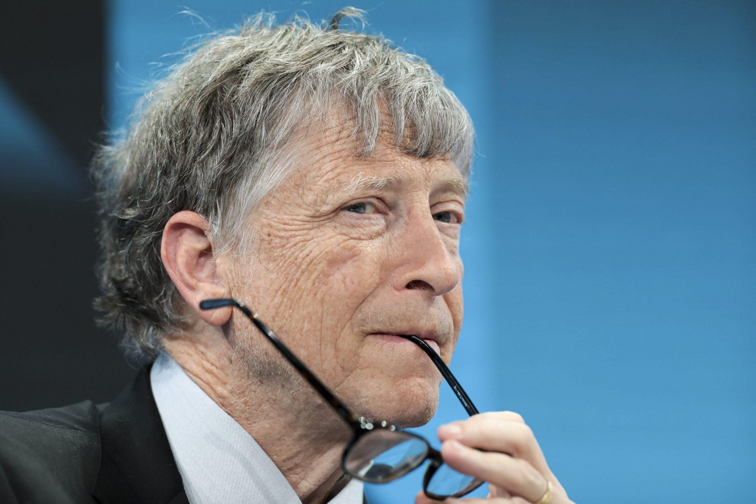 Bloomberg: Bill Gates bị buộc phải rời Microsoft vì có quan hệ thân mật với 1 nhân viên nữ...