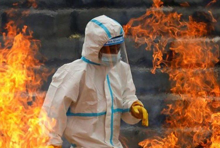 Mạo hiểm đi gom thi thể người nhiễm Covid-19 ở Ấn Độ